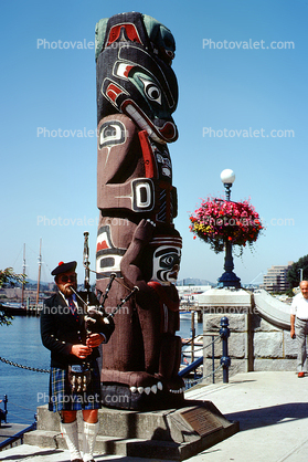 Totem Pole, Bagpipe Player, Victoria