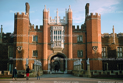 Great Gatehouse, Hampton Court Palace, Richmond upon Thames, Middlesex County, England, landmark, 1950's