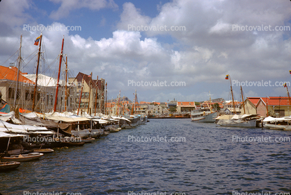 Harbor, docks, ships, boats, skyline, Punda-Willemstad, Der Ruyter Kade, Curacao, Willemstad