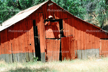 summer, hot day, sunny, dry, outdoors, outside, exterior, rural, building