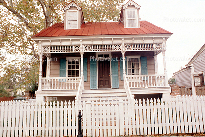 King-Tisdell Cottage, Museum of Black History, House, Home, Building, Ornate, Porch, White Picket Fence, Savannah