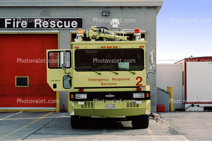 Emergency Response Services, Lester B. Pearson International Airport, 58-9401, 1994 Oshkosh T3000 crash tender, (1000/2400/142F/500 pounds dry chemical), Aircraft Rescue Fire Fighting, (ARFF) head-on