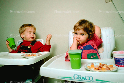 toddlers eating