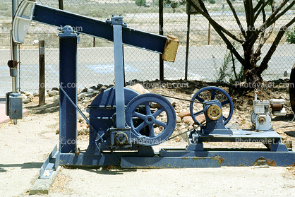 Taft, Pumpjack, also known as nodding donkeys, pumping units, horsehead pumps, beam pumps, sucker rod pumps (SRP), grasshopper pumps, thirsty birds and jack pumps