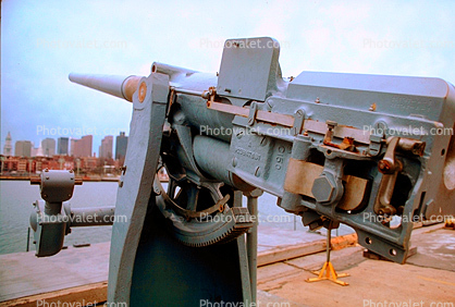 Cannon, USS Cassin Young, (DD-793), WW2, Fletcher-class