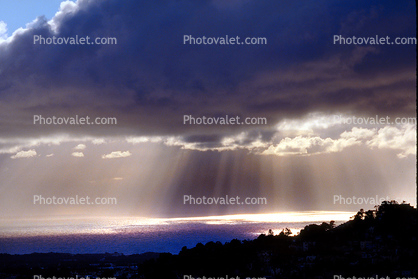Crepuscular Rays, Spiritual Light, Sun Streamers, Sunset, Sunclipse, Spirit, Divine, Divinity, Heaven, sunbeams, Sunset, Sunclipse, Rain, Rainy, Stormy, storm