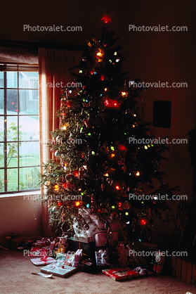 Tree, Decorated, Decorations, presents