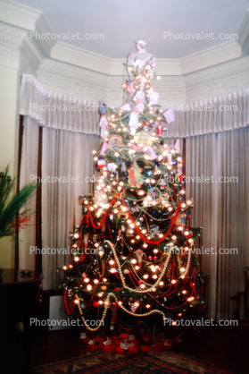 Decorated Tree, presents, living room