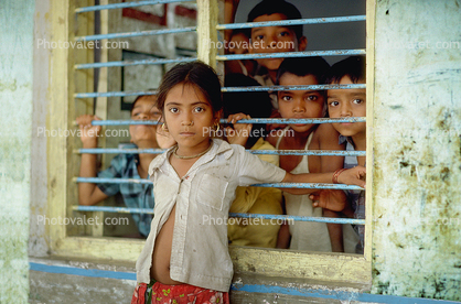 Girl, schoolgirl, boys, School in India, Desaibusaiera Gujarat