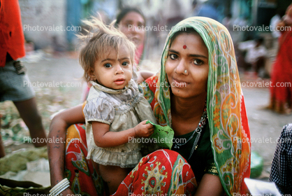 Mother with her Daughter, Mumbai (Bombay), India