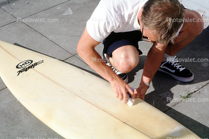 Waxing down our surfboards, Surfwax, Surfer, Surfboard