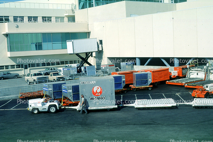 San Francisco International Airport (SFO), ground personal, carts, baggage tractors, JAL