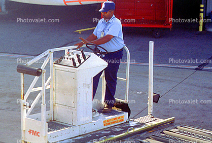 San Francisco International Airport (SFO), Highlift Truck, Pallet Loader, ground personal, Ground Equipment