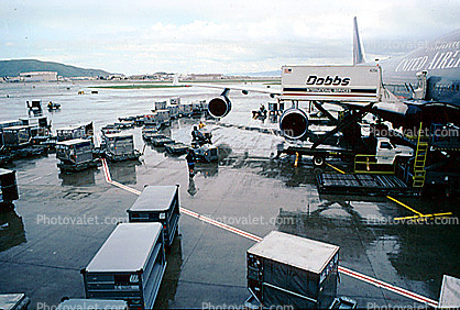 San Francisco International Airport (SFO), Dobbs Highlift Truck, scissor lift, Ground Equipment, Highlift