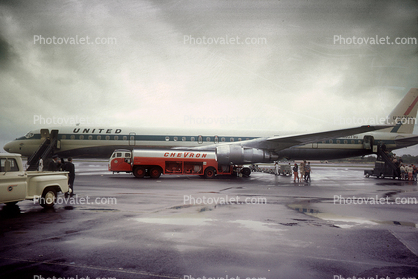 N8073U, Douglas DC-8, Chevron Fuel Truck, Ground Equipment, Fueling, tanker, 1970's
