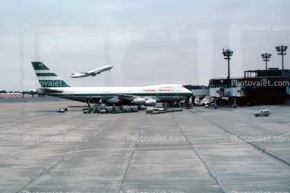 Boeing 747-200, Cathay Pacific, Narita International Airport, April 4 1982