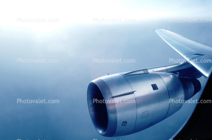Douglas DC-10, GE CF6-6 Jet Engine, lone wing in flight, flying, airborne