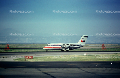 N694AA, American Airlines AAL, San Francisco International Airport (SFO)