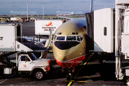 Boeing 737, Southwest Airlines SWA, Catering Truck, Scissor Lift, Highlift