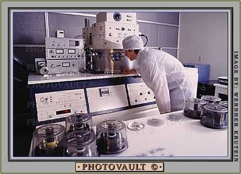 Electron Microscope, Computers