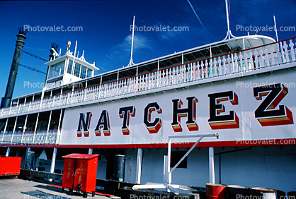 Natchez, paddle wheel steamboat on the Mississippi River, Dock