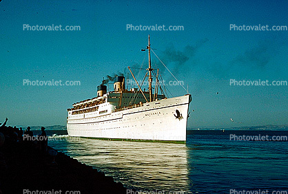leaving port, Matsonia, Cruise Ship, 1963, IMO: 5229223, bow, 1960's