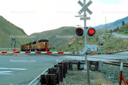 UP 6144, Union Pacific Train, Oregon, Railroad Crossing