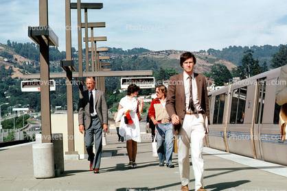 man with suit and tie, Passengers leaving a BART Train, commuters, 1980's