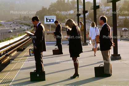 Bay Area Rapid Transit, Passengers waiting for BART, commuters