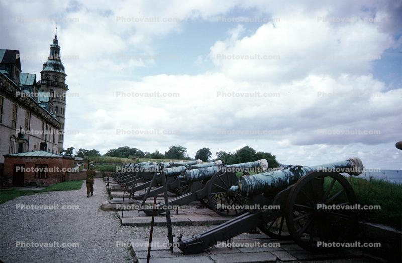 Cannons, Weapons, Berm, Elsinore Castle, Fort, Borsen, Tower of the former Stock Exchange, Copenhagen, Artillery, gun