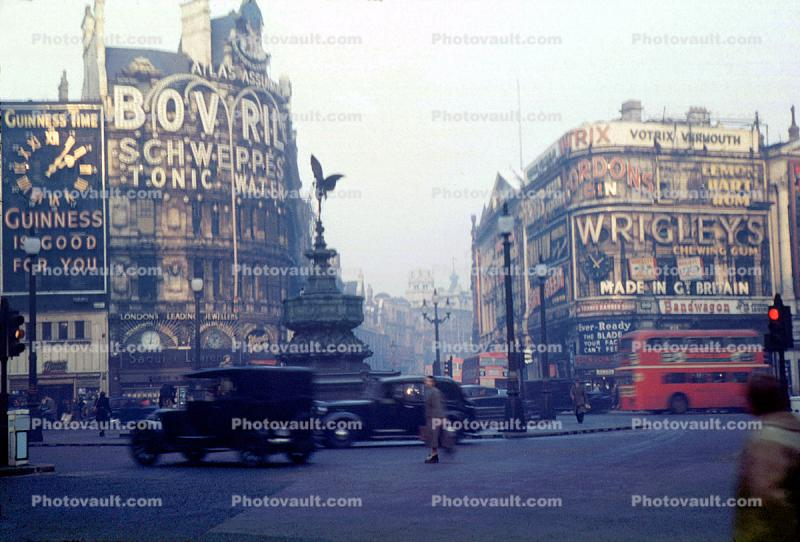 Piccadilly Circus, landmark, Cars, Doubledecker Bus, Wrigley's, 1940s