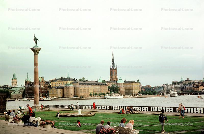 Column, Statue, Benches, waterfront, skyline, docks, buildings, cityscape, Baltic Sea
