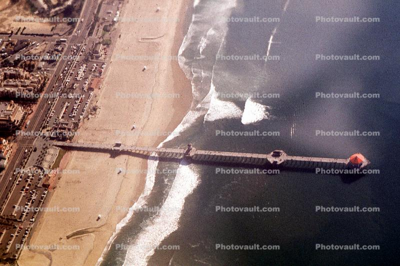 Huntington Beach Pier, Waves, landmark