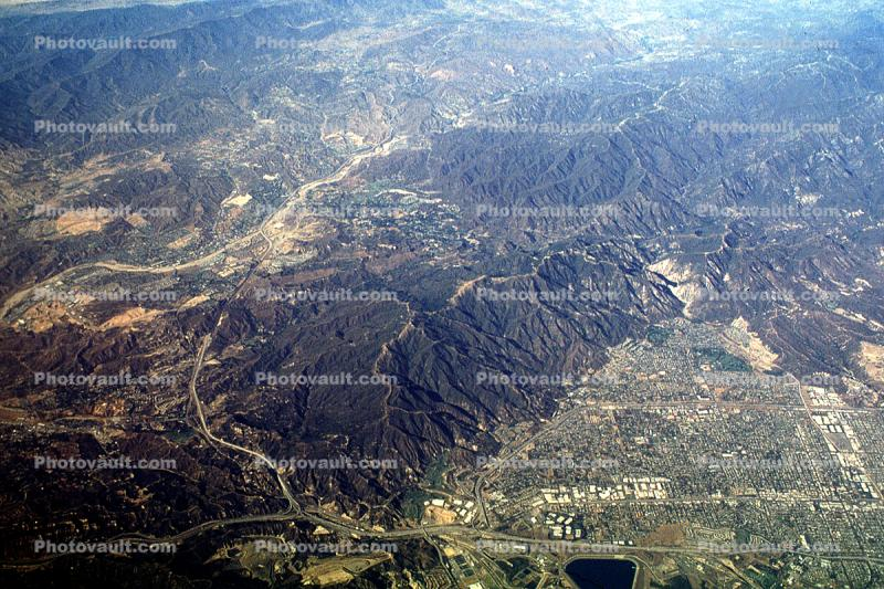 Urban Sprawl in the Boss Basin, smog, Valley, San Gabriel Mountains