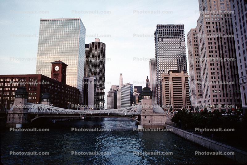 Chicago River, looking-up, Skyline, Skyscrapers, Buildings, cityscape