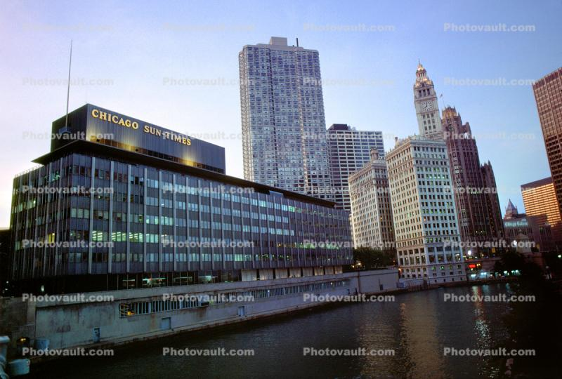 Chicago Sun Times, Chicago River, looking-up, Buildings, cityscape