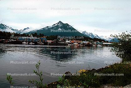 Inside Passage, Village, Docks, Harbor, Water, Mountains, Buildings, Homes, Houses