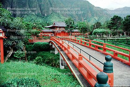 Footbridge, Byodo-In Temple