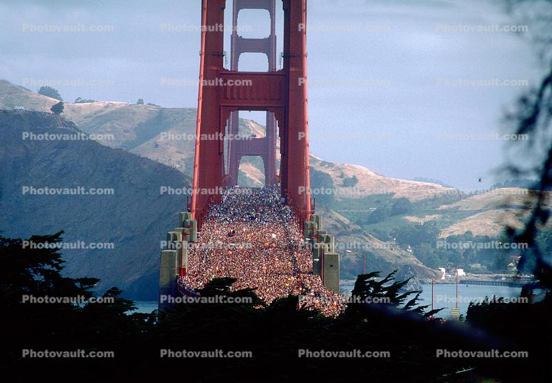 300,000 people, crowds, crowded, 50th anniversary celebration, Golden Gate Bridge, May 24th 1987, 1980s, detail