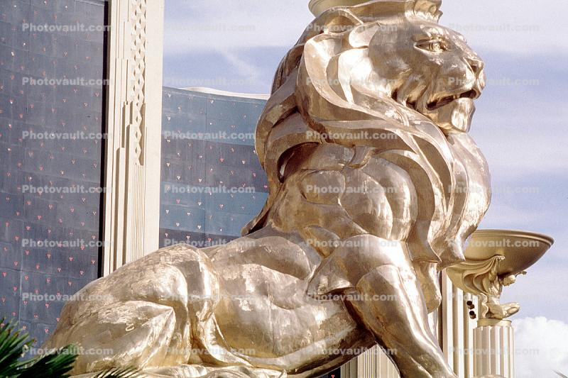 MGM Grand Hotel, Golden Lion, statue