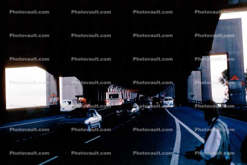 Cars driving in the opposite direction, Fleeing, Loma Prieta Earthquake (1989), 1980s