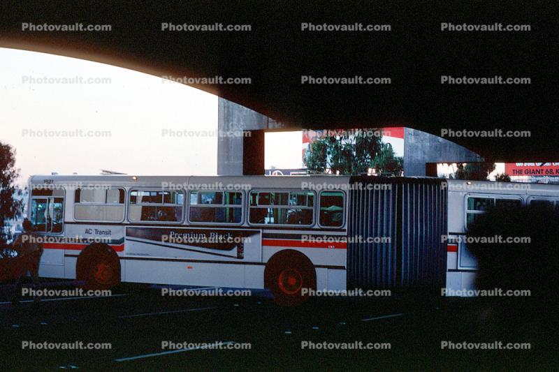 Articulated Bus trying to turn around, Loma Prieta Earthquake (1989), 1980s