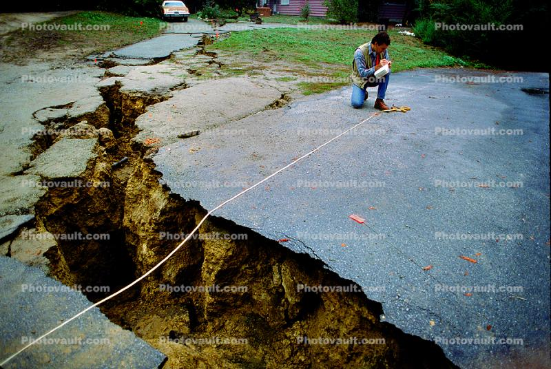near Ground Zero, Crack, split earth, Santa Cruz Mountains, Loma Prieta Earthquake (1989), 1980's
