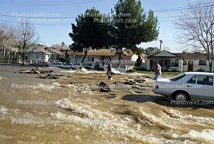 Water overflow, flooding, Water overflow, flooding, car, homes, houses, Northridge Earthquake Jan 1994