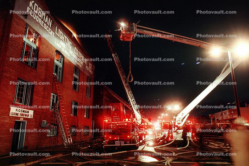 fire at 3rd street and 20th street, San Francisco, flashing lights, Potrero Hill, Fire Engine, Dogpatch District