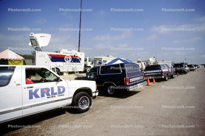 KRLD, News Media camp for the Waco siege, Tents, vans, 1993, telescopic Microwave Transmitter