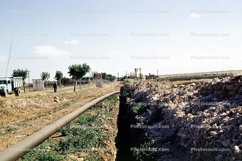 Laying down Water Pipe, Pipline, Ditch, Africa