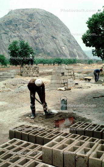 gravel, Aggergate, mixing cement, making bricks, brickmaking