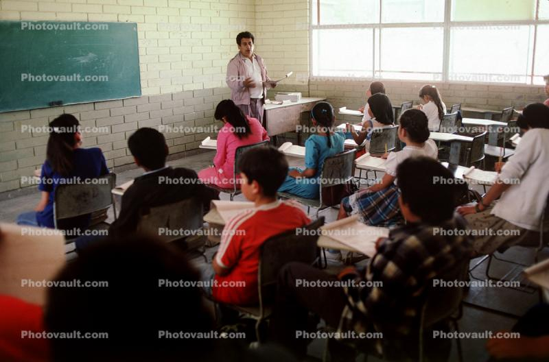Students, Classroom, desk, elementary school, Colonia Flores Magon