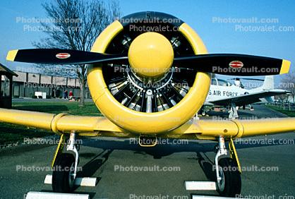 T-6G Texan, radial engine, propellers, spinner, head-on